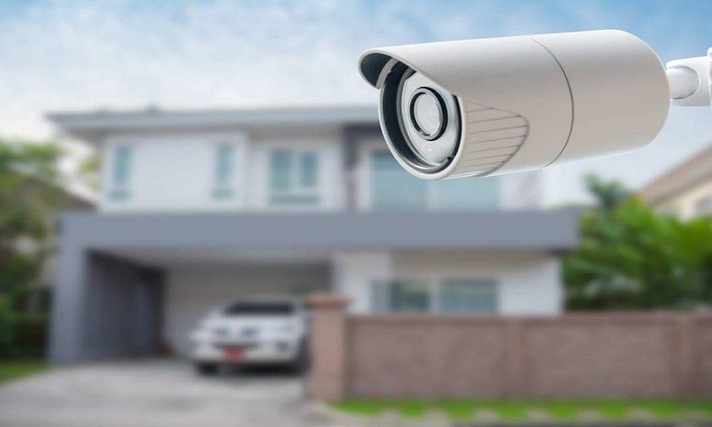 Caméra de surveillance devant maison