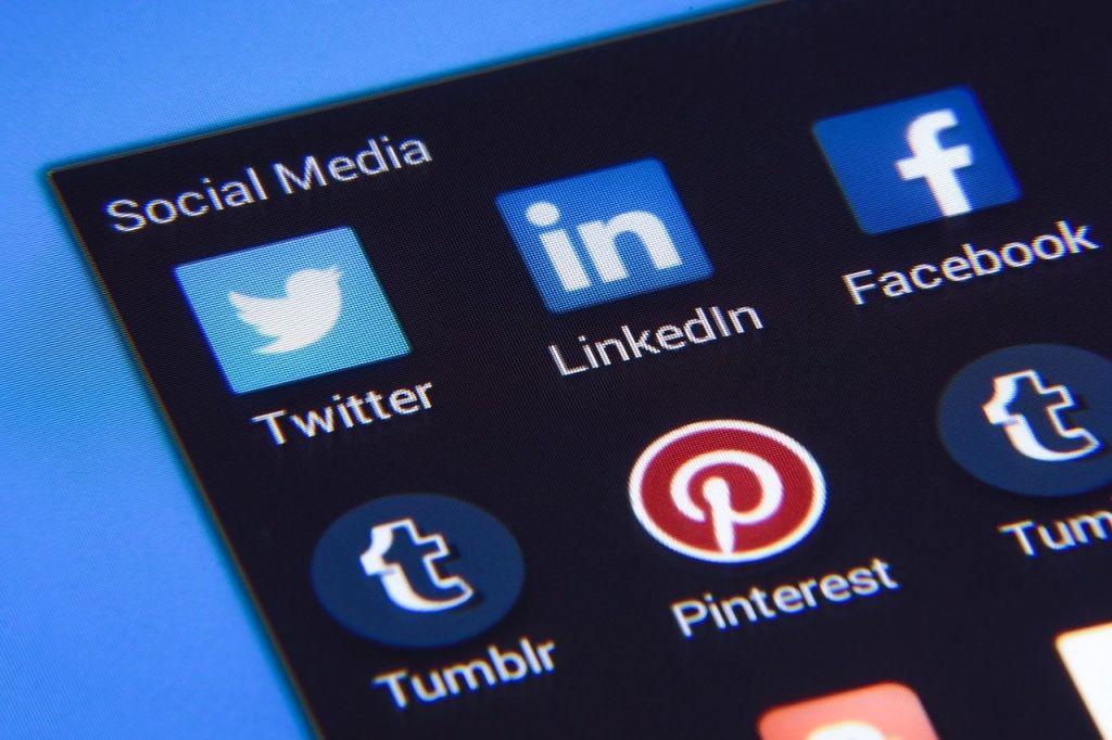 reseaux sociaux twitter facebook